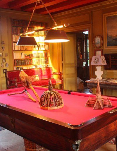 Château Hodebert salon rouge